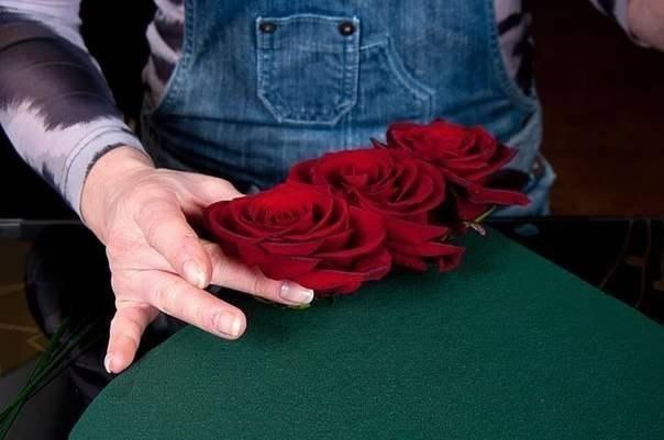 Букет из роз и клубники 3