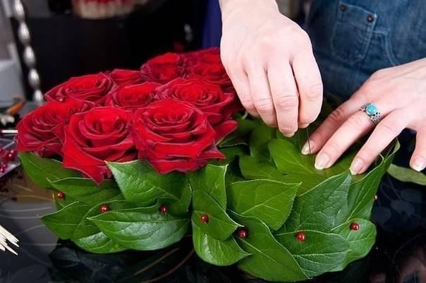 Букет из роз и клубники 6