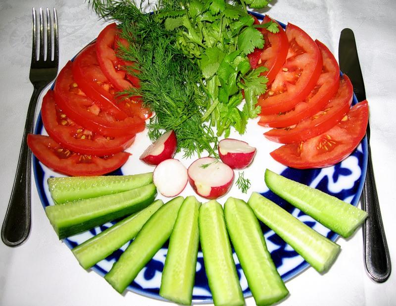 Простые украшение салатов своими руками