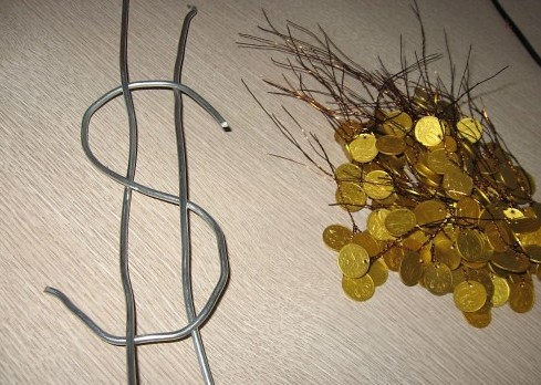 Дерево из монеток и проволоки