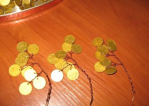 Фото как сделать денежное дерево из монет