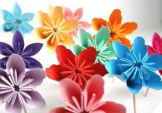 Как сделать необычный цветок из бумаги своими руками