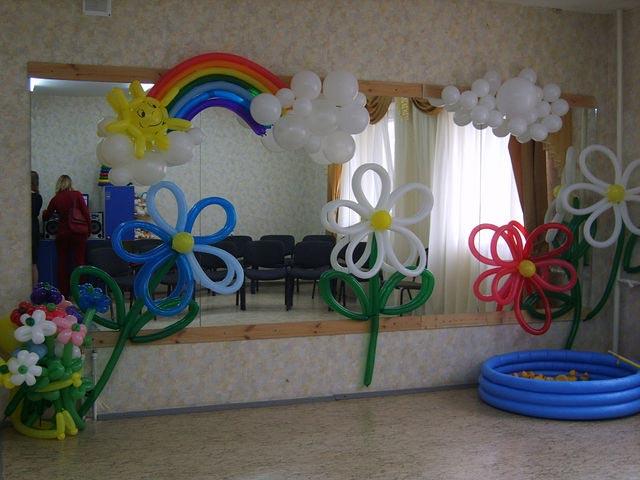 Украшение воздушными шарами своими руками: http://boobooka.com/den-rozhdeniya/ukrasheniya/ukrashenie-vozdushnymi-sharami/
