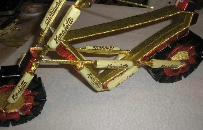 Мотоцикл из конфет своими руками пошагово